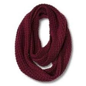 Accessories - NWOT Burgundy loose knit circle infinity scarf 🧣